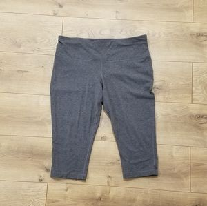 Athletic Works DriWorks Capris Gray {LG 12/14}